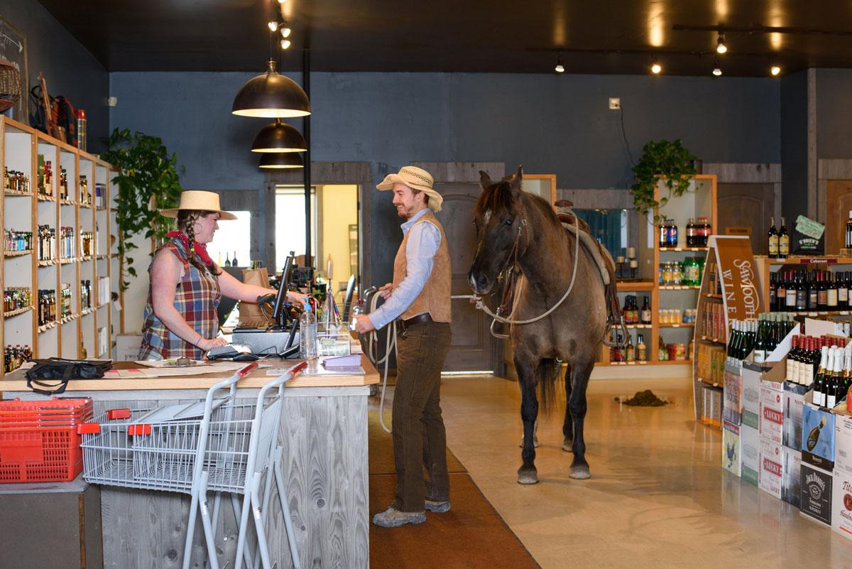 horse-liquor-store-montana-obriens